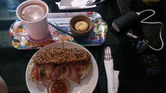 Orang Belanda Art Cafe : I love my Nutella Hot Chocolate