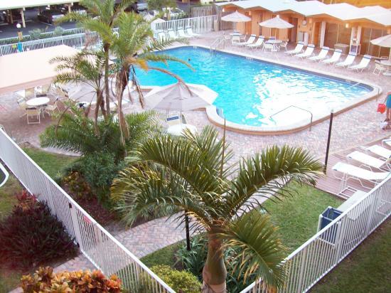 Canada House Beach Club: pool area