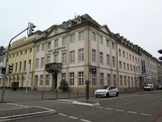 Trierer Hof: The hotel. Am sure the rooms looking on to street are better!
