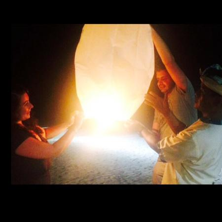 Nelayan Restaurant: Lighting our chinese latern