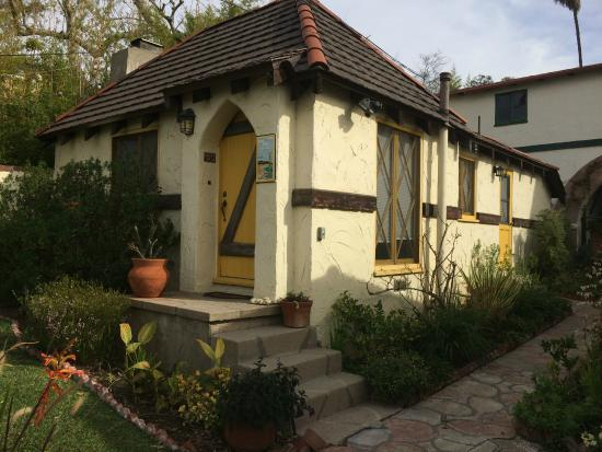 Manzanita Cottages : Yellow Cottage