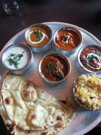 Itihaas Restaurant: Our mixed Curry Plate