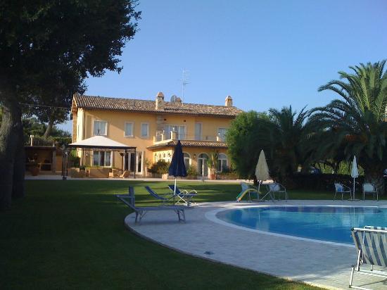 Vittoria House: la villa vista piscina-mare