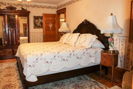 Scofield House Bed and Breakfast: Rose Room - King bed