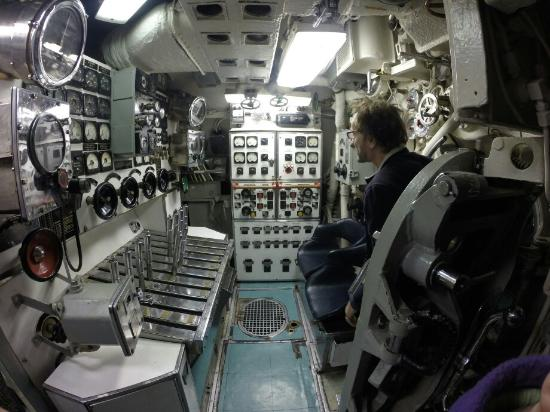 Arkansas Inland Maritime Museum: Touring inside the sub