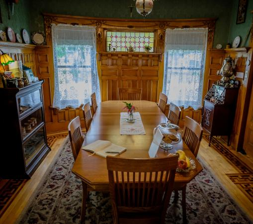 Scofield House Bed and Breakfast: Dining room