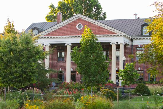 McMenamins Grand Lodge: Grand Lodge gardens