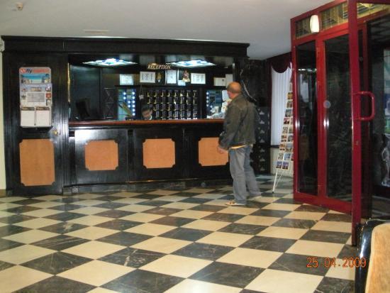 Tayhan Hotel : бар в отеле