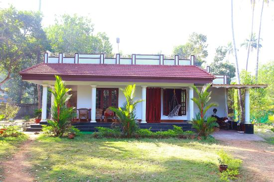 Angels' Homestay Marari: ANGELS' HOMESTAY- front view
