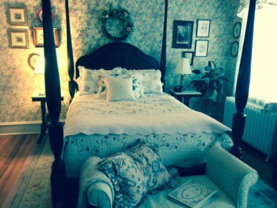 Belle Hearth Bed and Breakfast: Rose Room