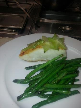 Georgio's Grille: Sea Bass with sweet starfruit