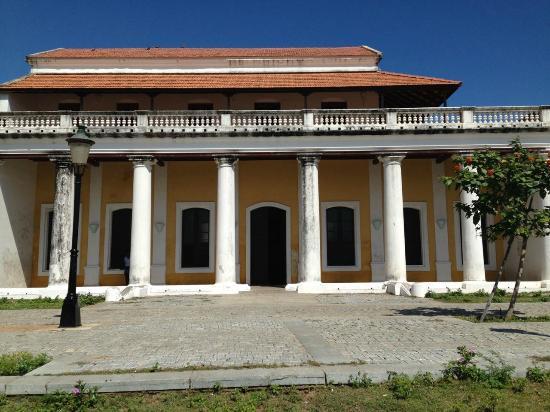 Tranquebar, الهند: Façade du bungalow du gouverneur danois de Tranquebar