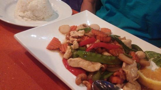 Bangkok Inn Downtown: Stir-Fried cashew nuts chicken