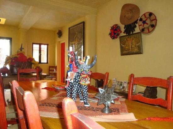 Estrellita's Bed & Breakfast: breakfast table