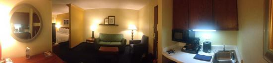 SpringHill Suites Boise ParkCenter: Pano including sitting room and kitchenette