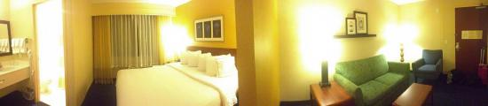 SpringHill Suites Boise ParkCenter: Pano including bed area and sitting room