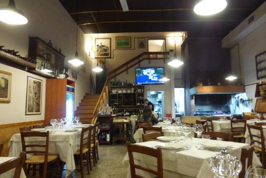Ristorante Roggi: Nice Interior and GREAT Food