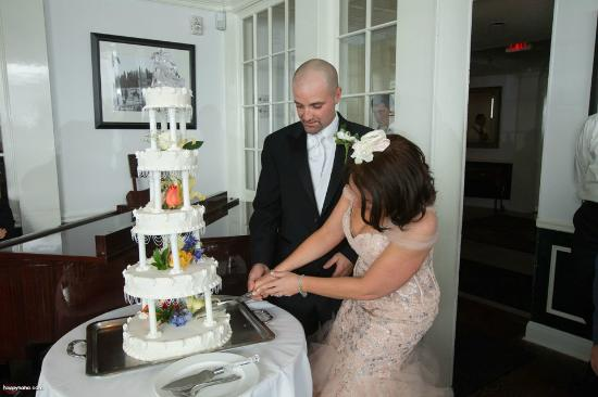 Valbella: Everyone said this was the best wedding cake they ever had