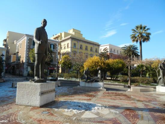 Piazza Umberto Giordano