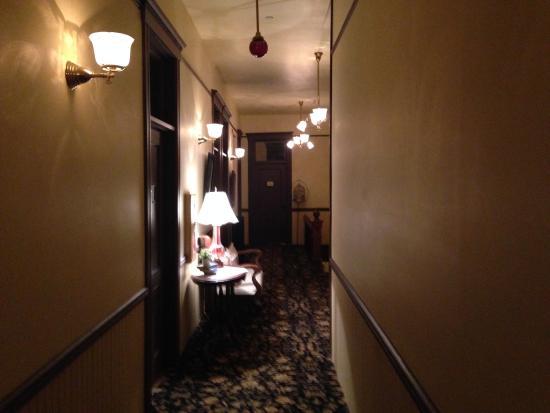 Martin Mason Hotel: Hallway