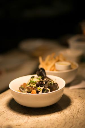 The Fig Cafe: mussels and side of fries