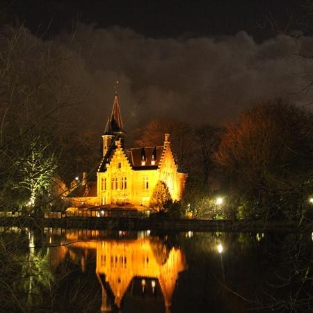Your Bruges Tours: The lake of love in a magic night