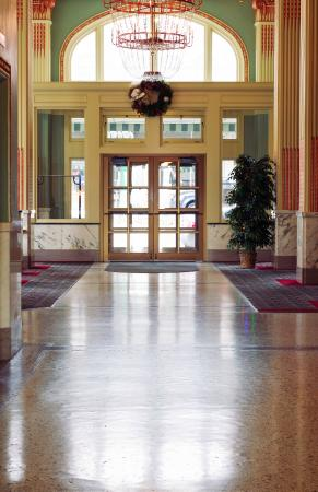 Finlen Hotel and Motor Inn: Historic Finlen Hotel Lobby
