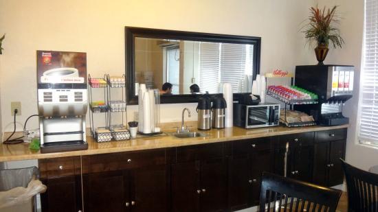 Runway Inn: Café da manhã