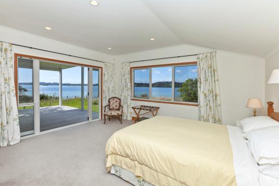 Fernbrook Beachfront Cottage & Apartment Accommodation: bedroom 2