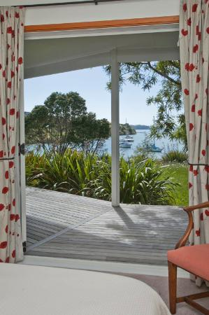 Fernbrook Beachfront Cottage & Apartment Accommodation: bedroom view