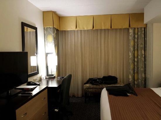 Holiday Inn & Suites Columbia - Airport: Corner Room