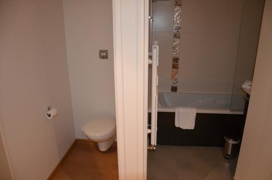wc et salle de bains - photo de seven urban suites nantes centre ... - Salle De Bains Nantes