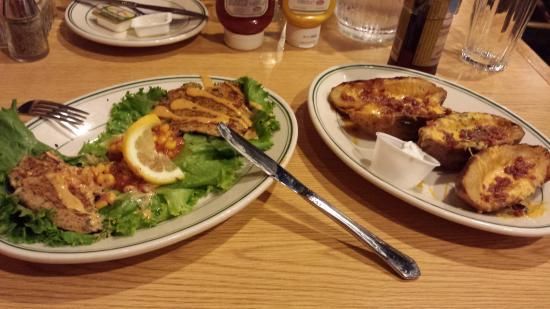 Three Bear Restaurant: Potatoes & Crabcakes