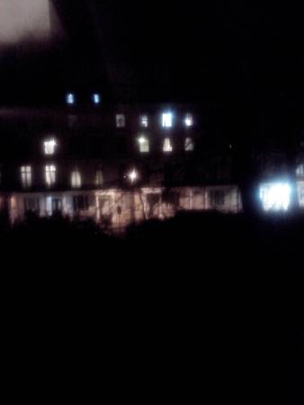 Reem Hotel: Vista desde el balcón. Zona tranquila con muchos negocios. Muy sevicial Adam el recepcionista de