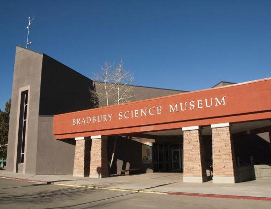 ‪‪Los Alamos‬, نيو مكسيكو: Bradbury Science Museum entrance‬