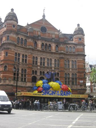 Shaftesbury Avenue : The Palace decorated for Singing in the Rain