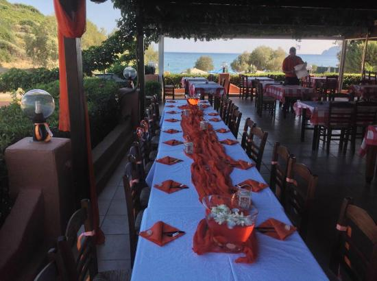 Stani Taverna : Next to the sea, beautiful open atmosphere