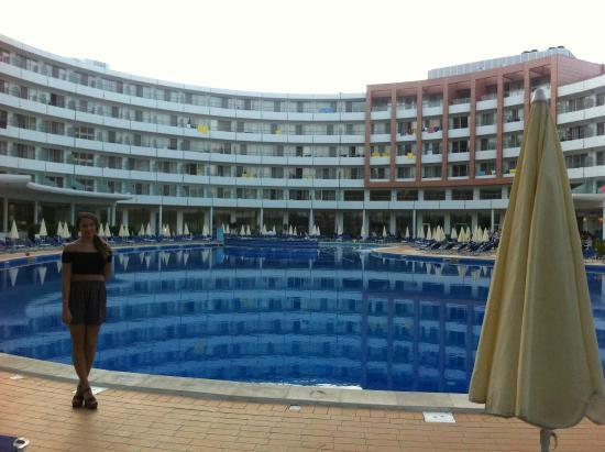 Hotel Riu Helios: pool area!