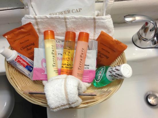 Key Colony Beach Motel : Supplies in bathroom