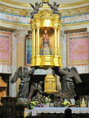 Sanctuary of the Madonna di Tindari: Алтарь Святой Марии, Мадонны ди Тиндари.