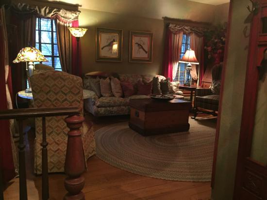The Inn at Irish Hollow: Old orchard cottage living room.