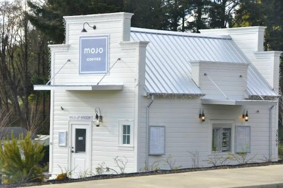 Mojo Coffee: Mojo sits on the West side of HWY 101 as you enter Lincoln City.