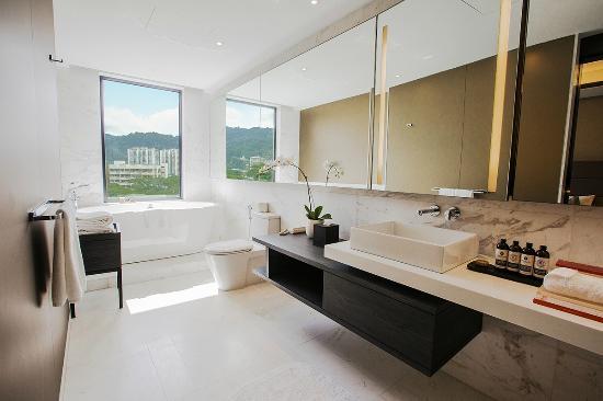 G Hotel Kelawai: Executive Premier Bathroom