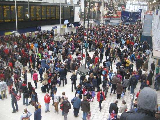 Waterloo mainline station: Waterloo on a crowded day