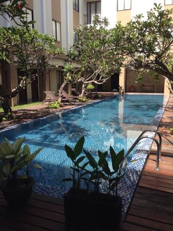 Hotel Santika Kuta Bali : Kolam kecil yang menarik
