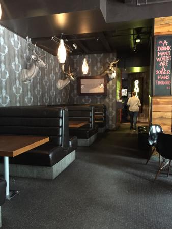 Pub on Wharf: Interior do pub