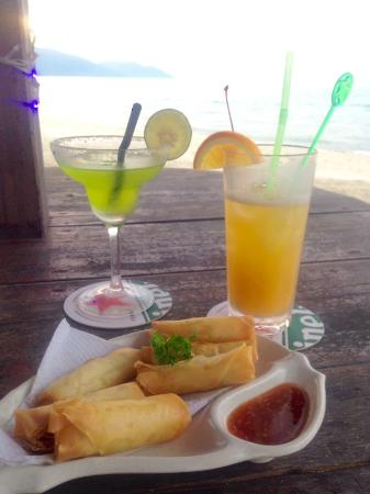 Bora Bora by Sunset: Spring rolls and cocktails while waiting for the sunset