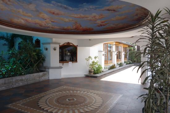 Hosteria Rincon de Puembo: entrance way