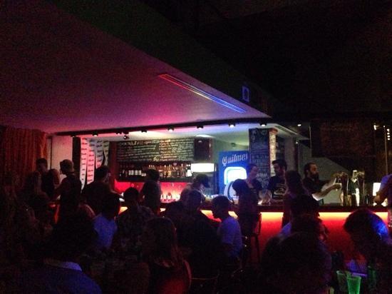 Milhouse Hostel Hipo: Uma das noites no Milhouse Avenue