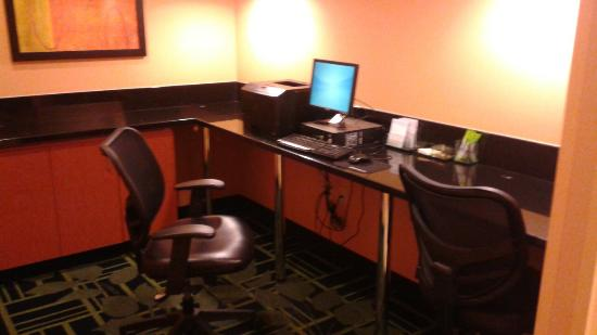 Fairfield Inn & Suites Fargo: Business center